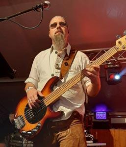 Manuel am Bass